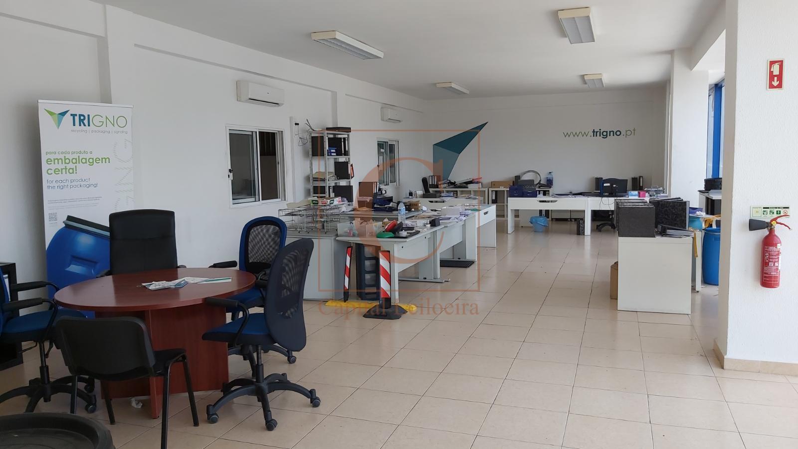 LOTE 1 |  Mobiliário Escritório | Indústria de Plásticos